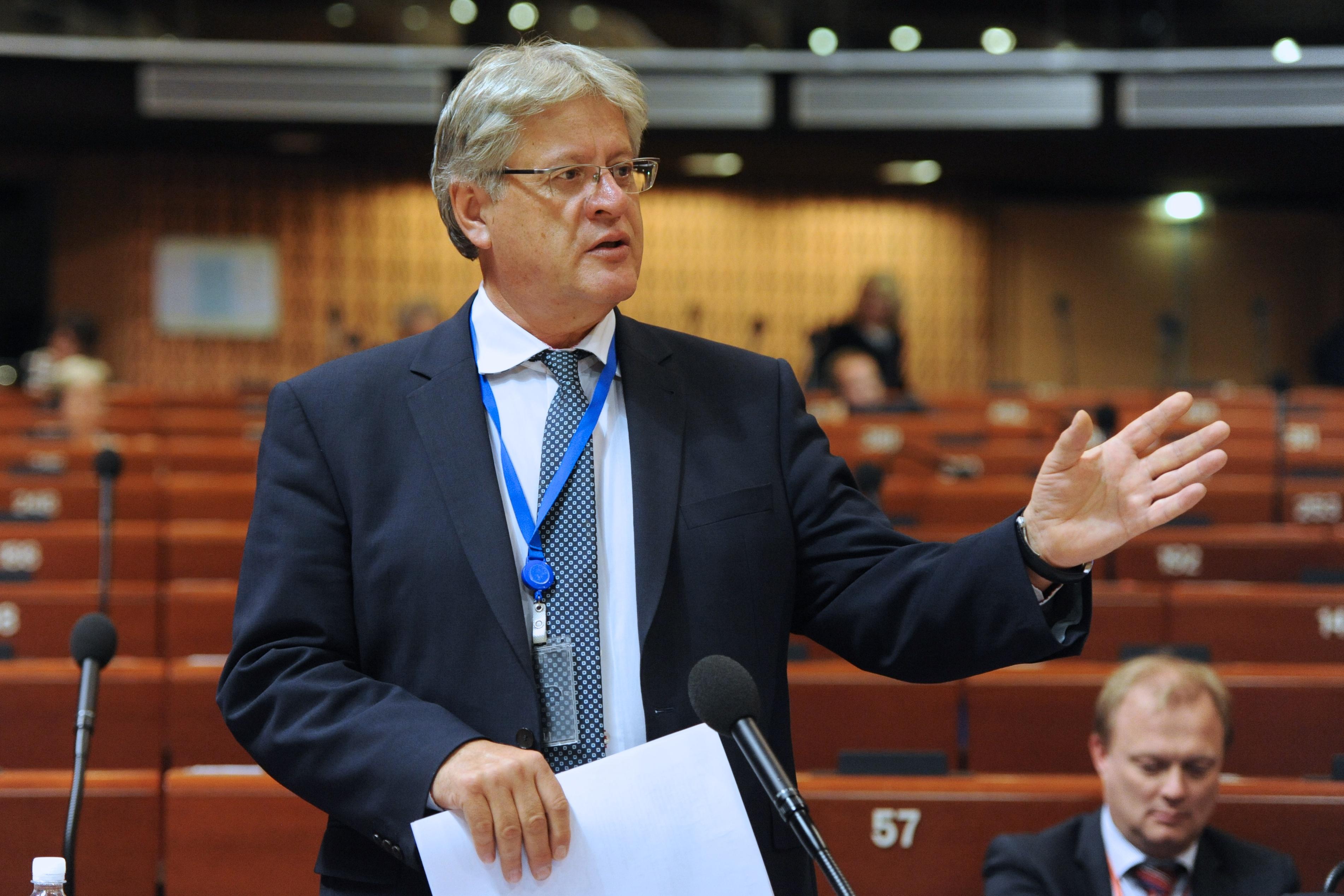 Stefan Schennach, consterné par l'assassinat d'un journalist grec